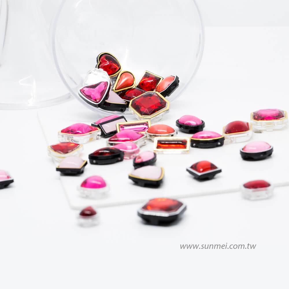 豐富顏色的包邊鑽釦,適合縫紉裝飾在鞋子、包包配件
