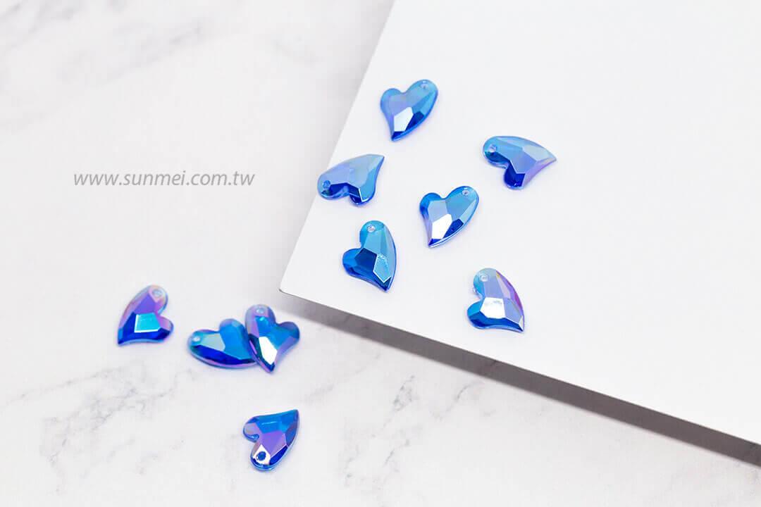 EPMA02AB-002-iceberg-heart-pendants-transparent-ab
