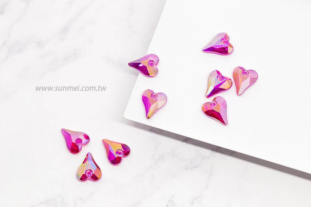 EPMA04AB-002-heart-pendants-transparent-ab