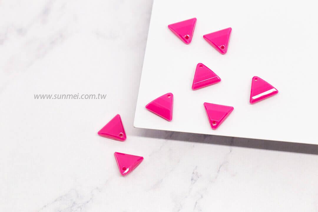 EPMA08F-002-triangle-pendants-opaque