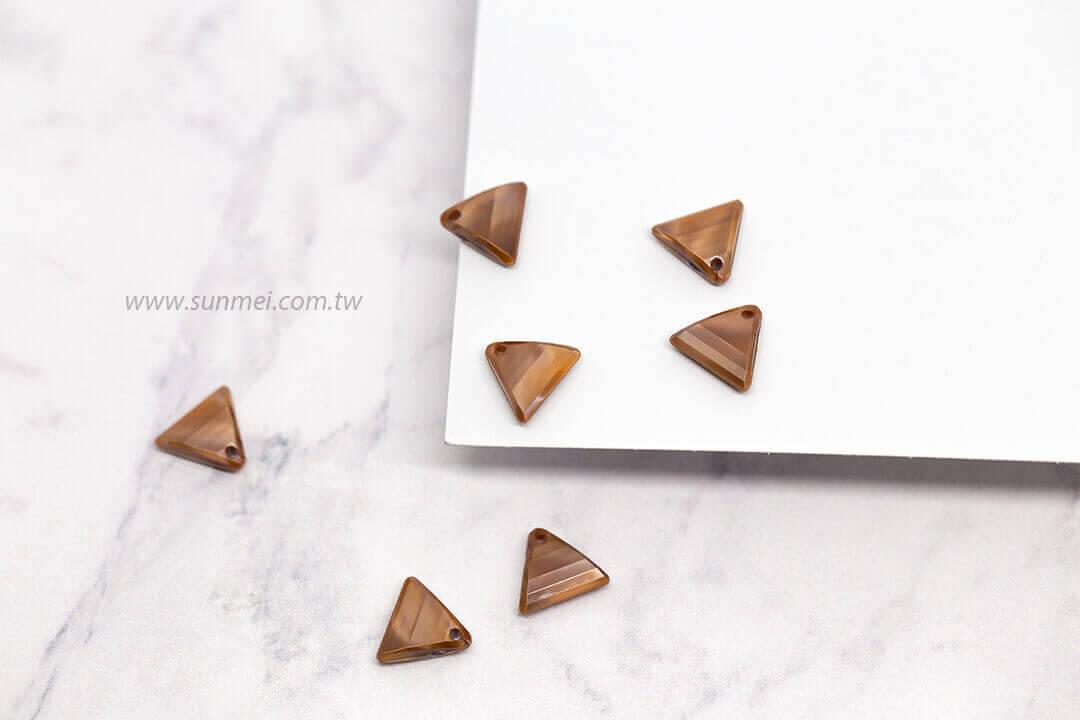 EPMA08P-002-triangle-pendants-pearl