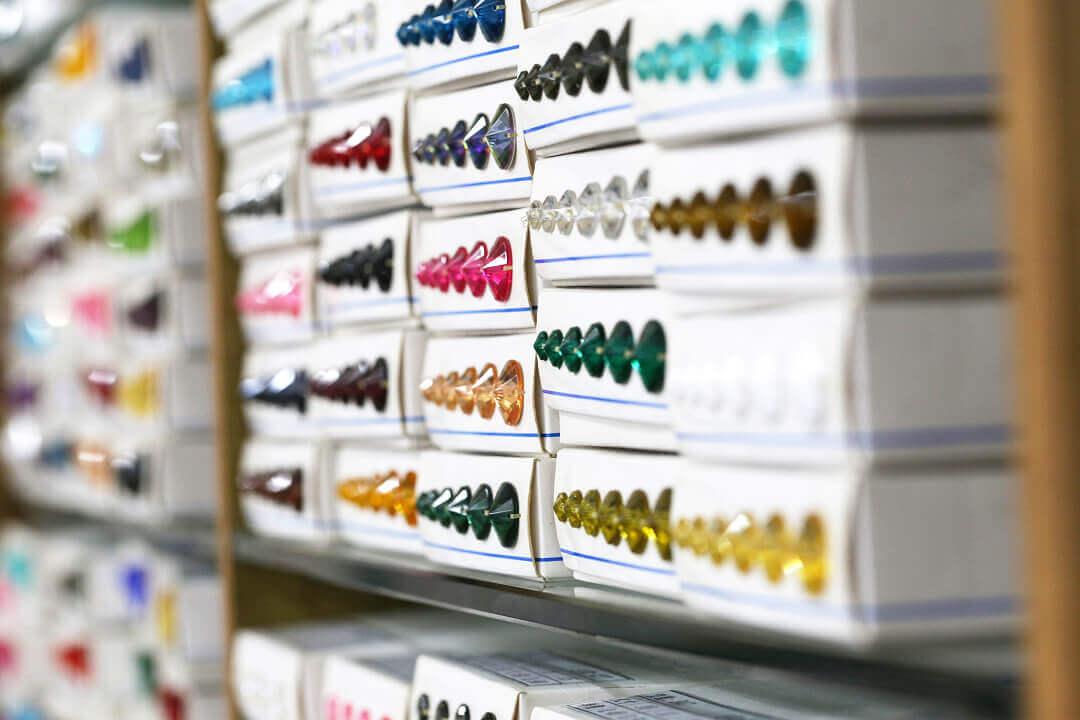 我可以「少量」訂購「多樣」水鑽或鈕釦產品嗎?怎麼做?