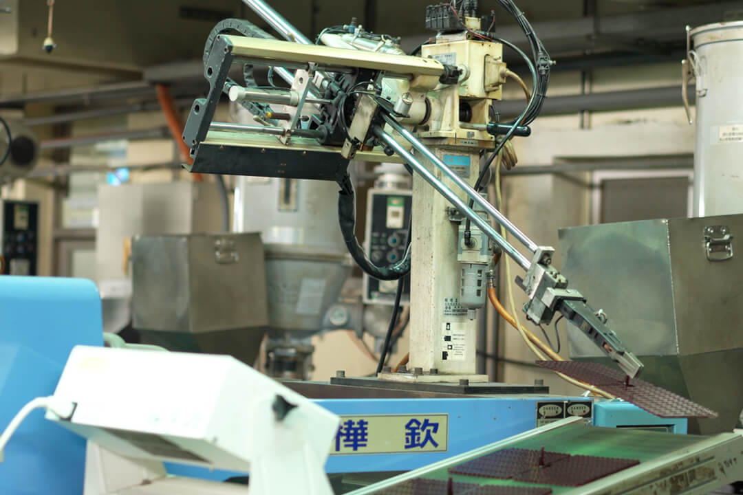 how are rhinestones made-injection moulding