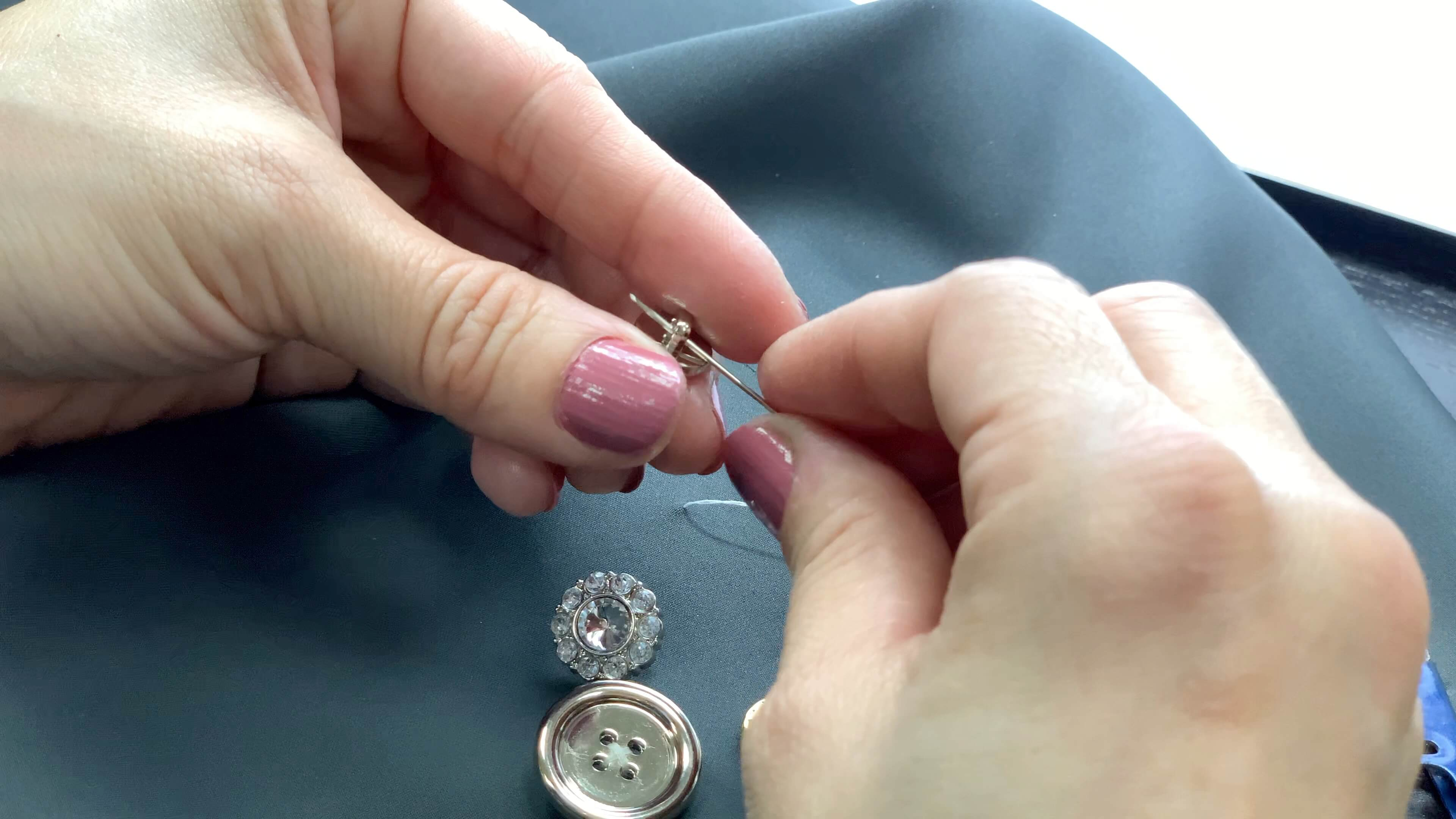 shank button-7 How to Sew a Sdhank Button
